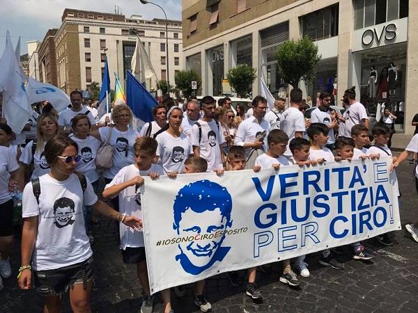 """Ciro Esposito, in marcia contro lo sconto di pena a De Santis: """"La legge esiste sì o no?"""""""