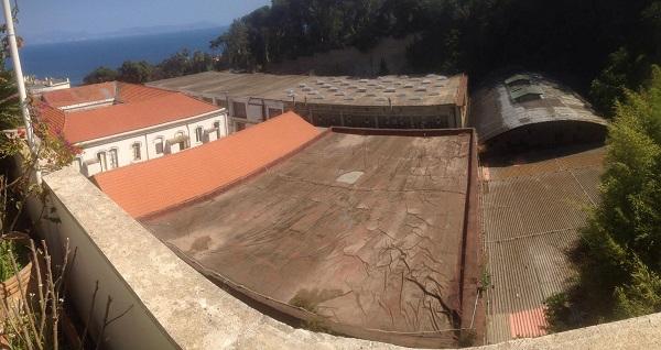 Napoli, amianto sul tetto dell'ex deposito Anm: sopralluogo a Posillipo
