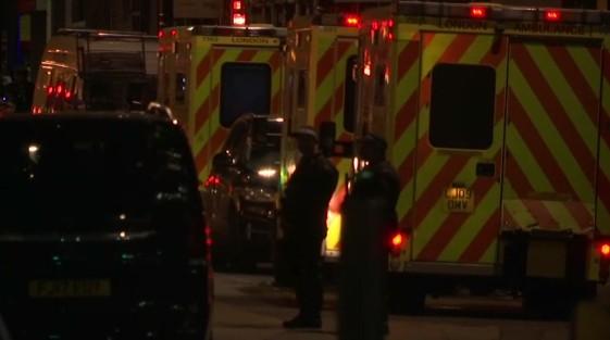 Londra, 3 attacchi coordinati: ci sono morti, caccia ai terroristi