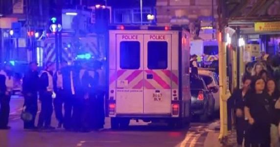 """Attacchi terroristici nel centro di Londra, almeno 7 morti. Media: """"Uccisi 2 assalitori"""""""
