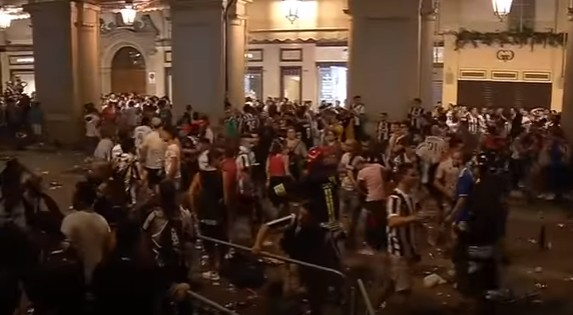 Torino, panico in piazza durante Juve-Real: 1500 feriti, la procura apre indagine