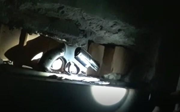 Blitz a Castello di Cisterna, trovate armi cariche
