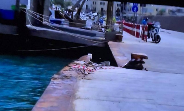 Ischia, nave urta banchina a Casamicciola: decine di feriti lievi, in tanti temevano un attentato