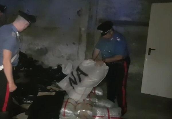 Santa Maria la Carità, 108 kg di marijuana in un box: arrestati 2 cognati