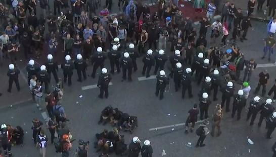 G20 Amburgo, i potenti si blindano ancora: scontri al corteo No Global