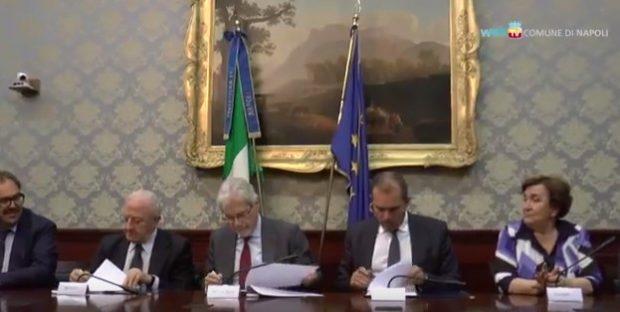 Bagnoli, firmato l'accordo tra comune, regione e governo: bonifica dal 2018