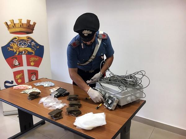 Napoli, blitz anti droga a Pianura: tre arresti