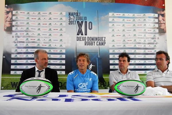 """Rugby, Dominguez accoglie Maradona a Napoli: """"Scambieremo i palloni"""""""