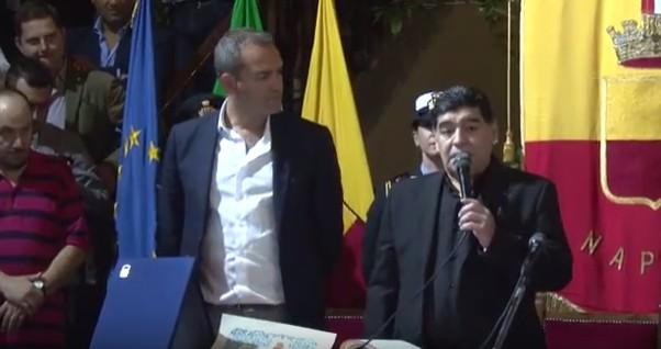 Fumata bianca dopo trattativa: Maradona riceve la cittadinanza in Comune