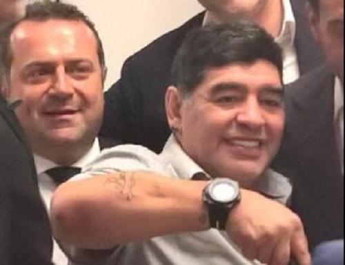 Scontro Maradona-Equitalia, la verità del Pibe in un libro
