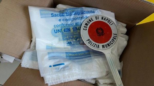 Napoli, lotta a shopper illegali: sequestrati 4000 pezzi