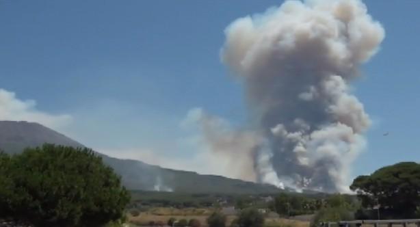 Incendi: fiamme su Monte Faito, arrestato piromane