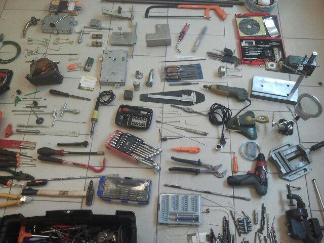 Portici, scoperta base logistica per la falsificazione di chiavi e serrature. Denunciato pregiudicato