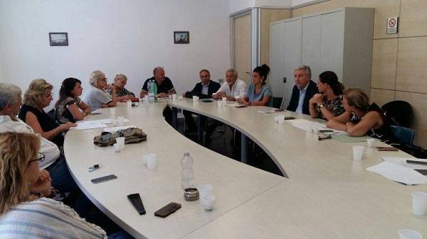 Alunni disabili, ancora al palo gli operatori sociali: tensione al Comune di Napoli