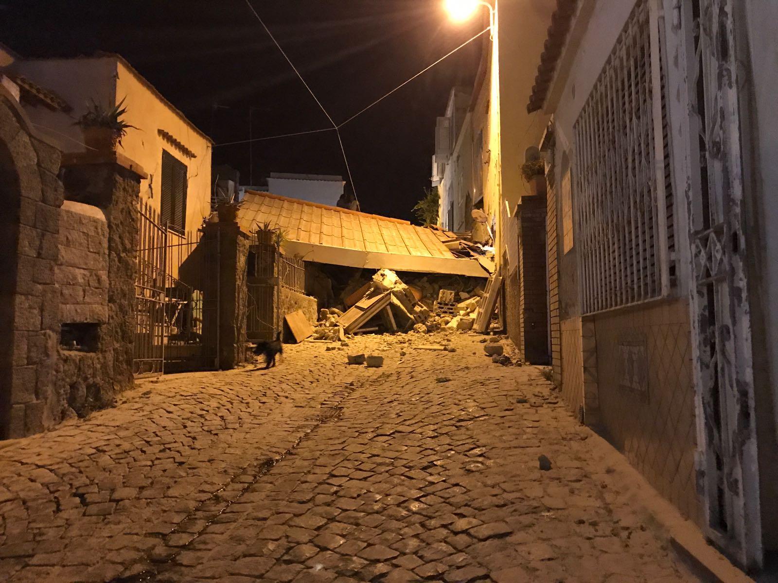 Terremoto, Comune di Napoli invia tecnici a Casamicciola per verifica agibilità edifici