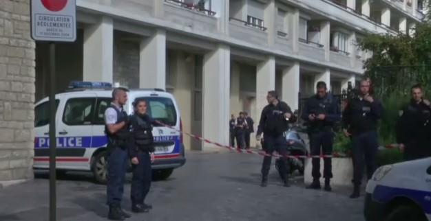 Parigi, torna l'allarme terrorismo: auto contro militari, 6 feriti. E' caccia all'uomo
