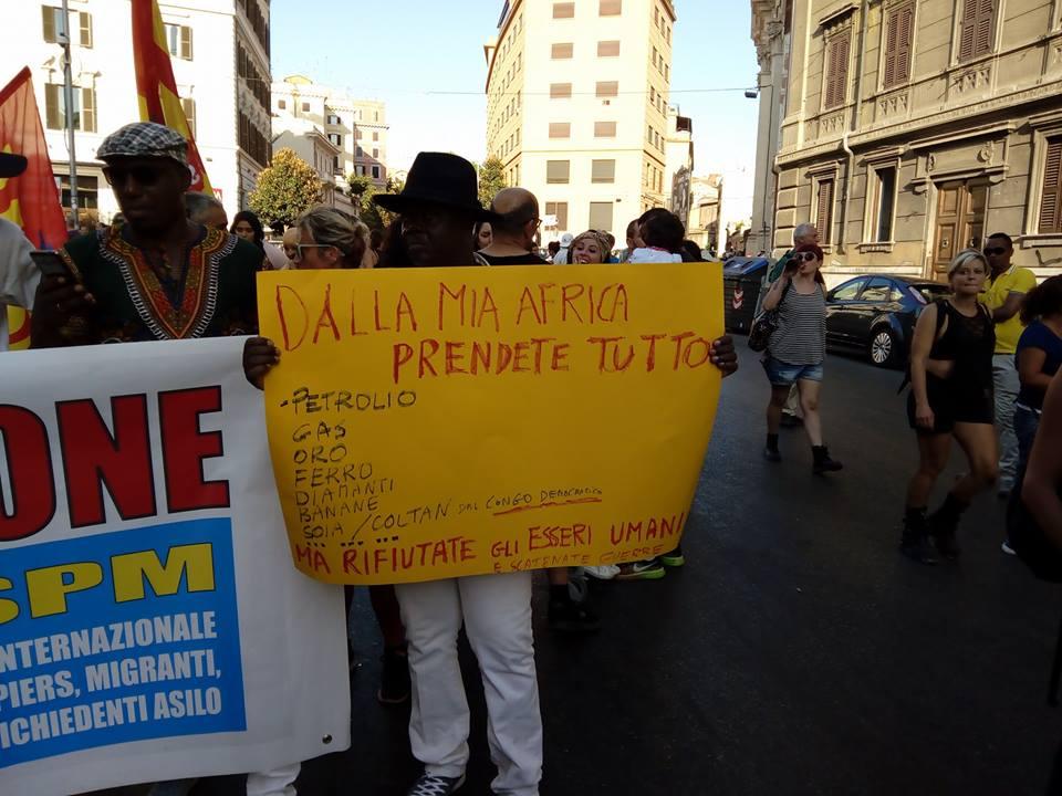 """Roma, 5 mila in piazza: """"Un tetto per tutti, italiani e migranti"""""""