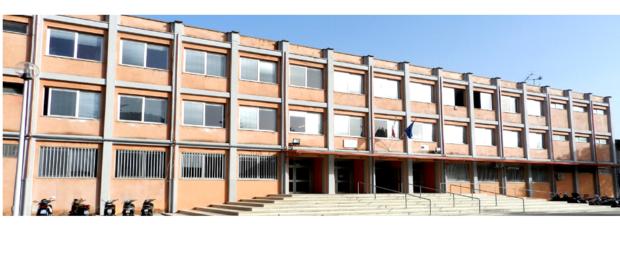 Caserta, studenti e insegnanti trovano la scuola chiusa, appello al ministro