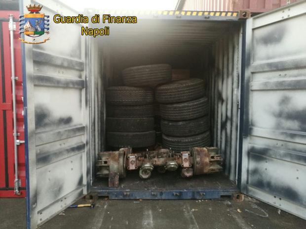 Porto di Napoli, la Guardia di Finanza sequestra 72 tonnellate di rifiuti pericolosi