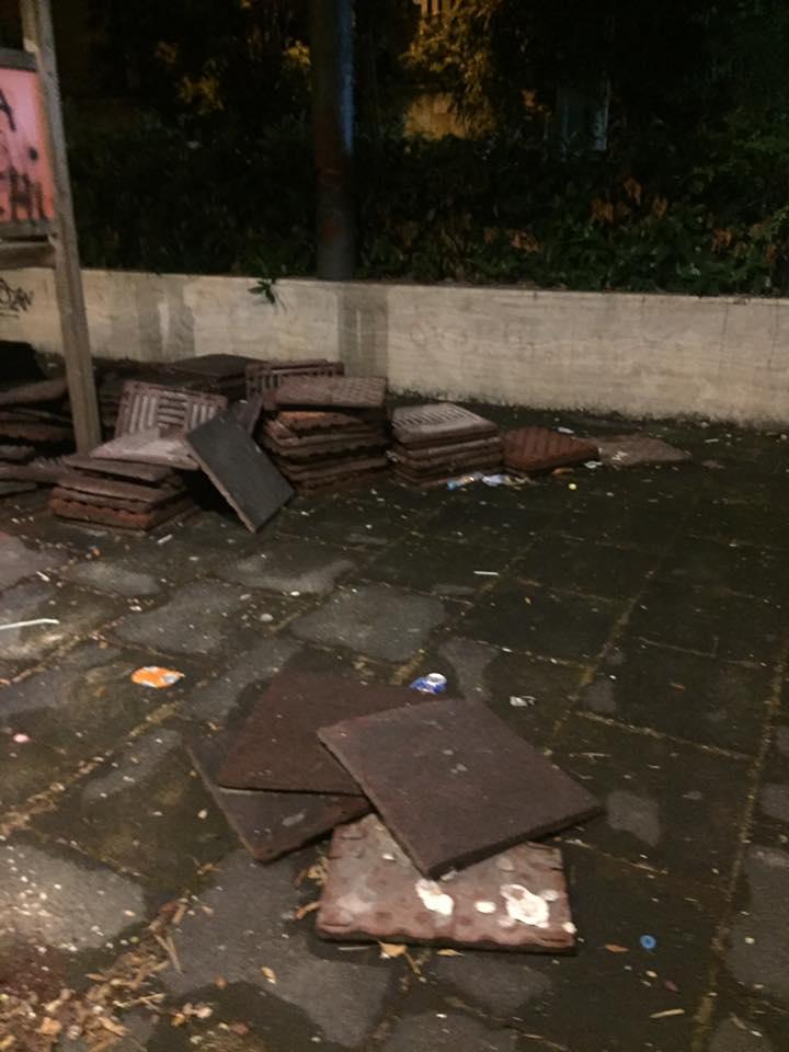 Fuorigrotta, il degrado di piazza Italia colpisce ancora: bimba gravemente ferita, denunciato il Comune