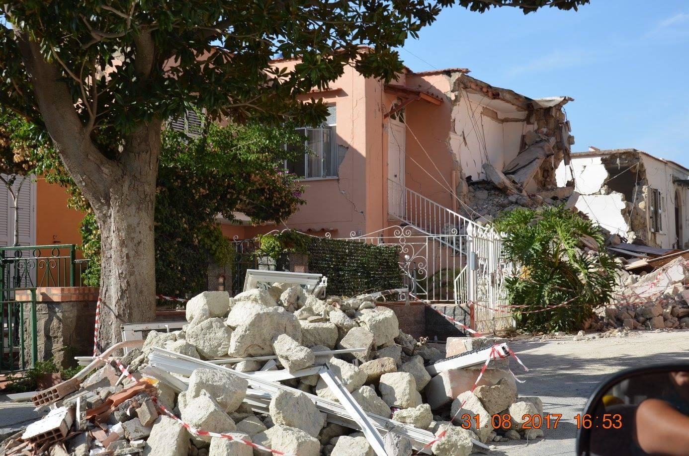 Napoli, premiati 129 ingegneri volontari impegnati nelle fasi post terremoto