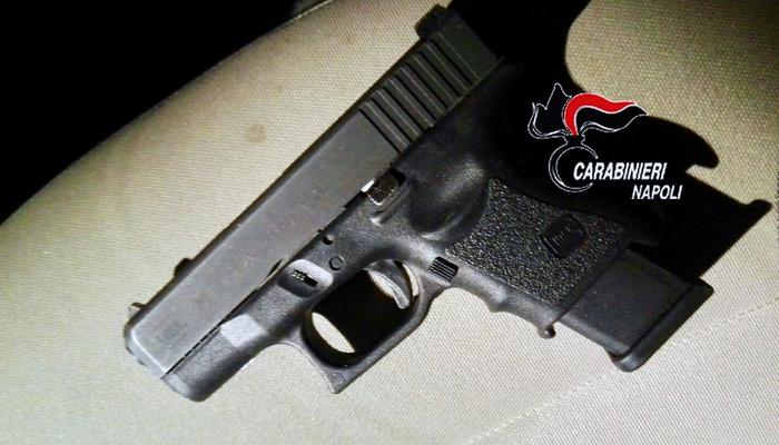 Zona Orientale di Napoli, i carabinieri ritrovano una pistola carica