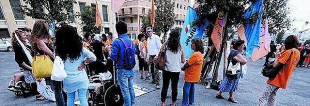 Napoli, assistenza scolastica alunni disabili: è guerra tra poveri