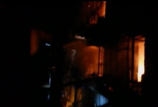 Napoli, donna muore scappando da incendio in casa