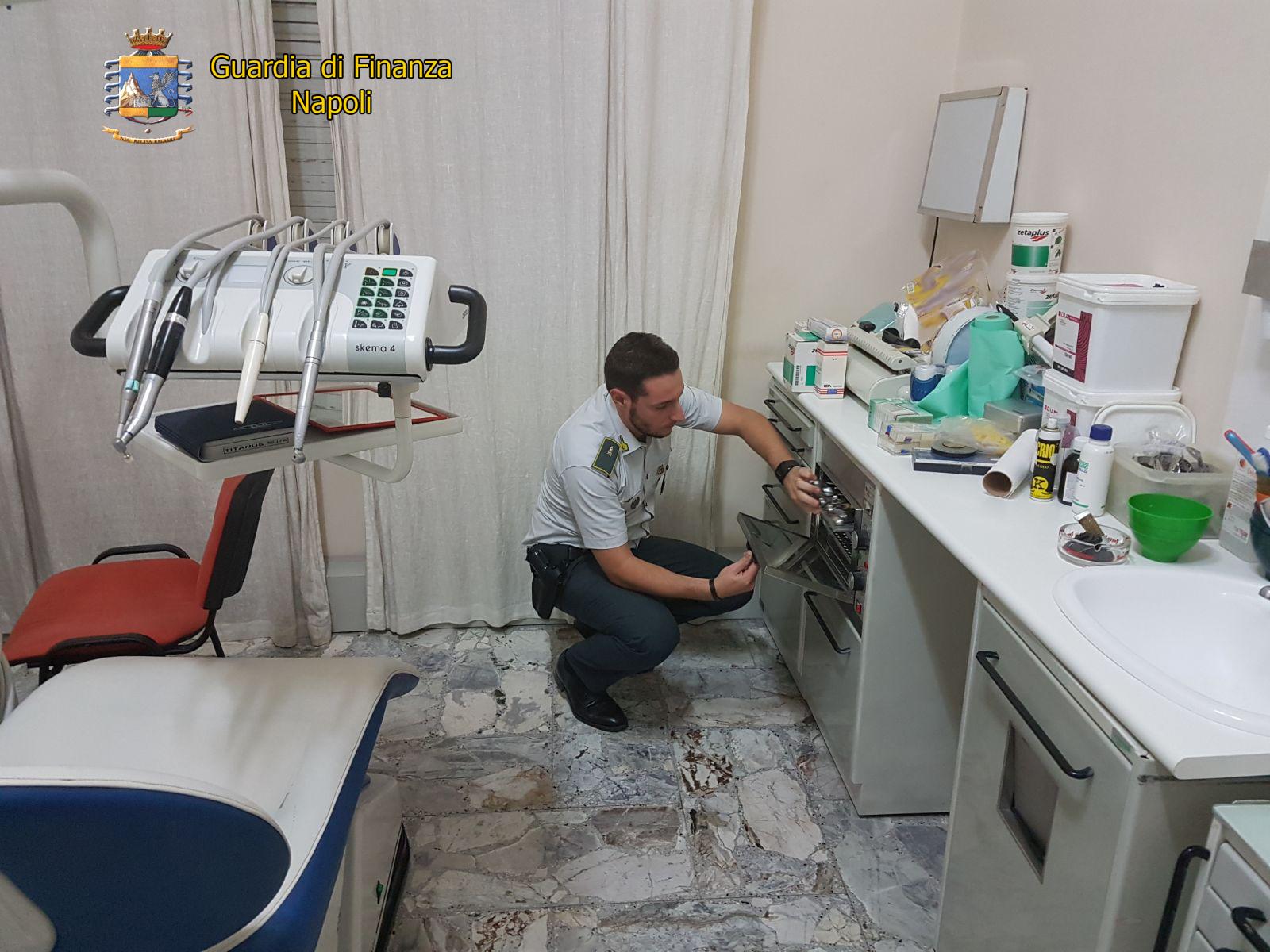 Napoli, sequestrato falso studio dentistico