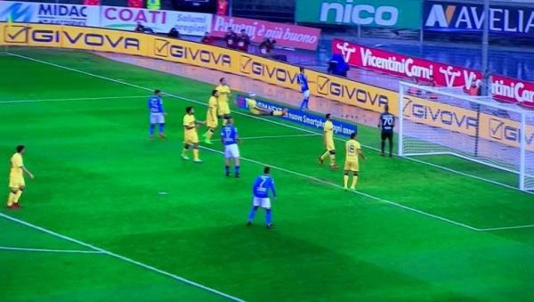 Napoli frenato dal Chievo, niente fuga