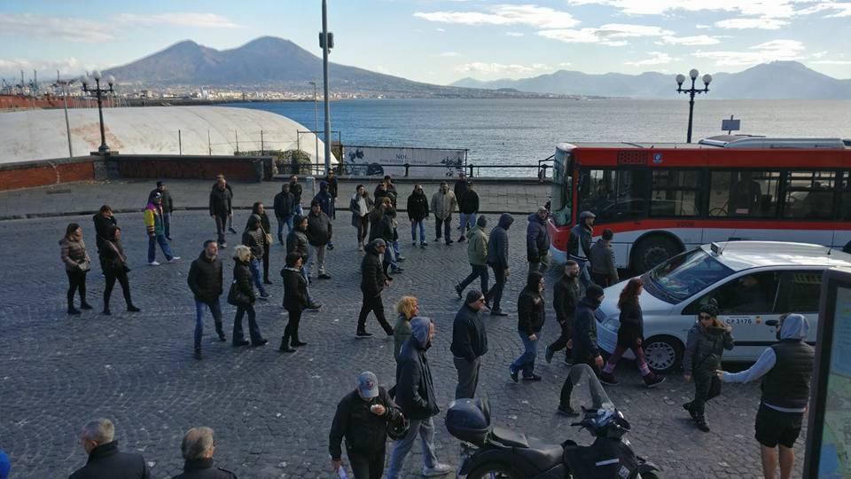 Napoli, disoccupati in piazza per il lavoro, il governo risponde con i convegni