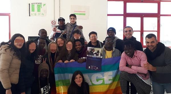 Solidarietà & integrazione, il calendario dei migranti vesuviani finanzia la Mensa dei poveri