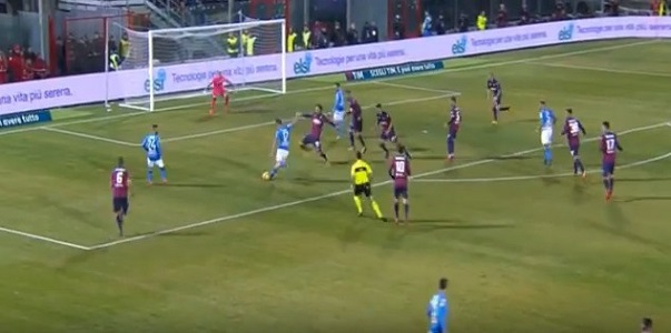 A Crotone decide Hamsik, Napoli campione d'inverno