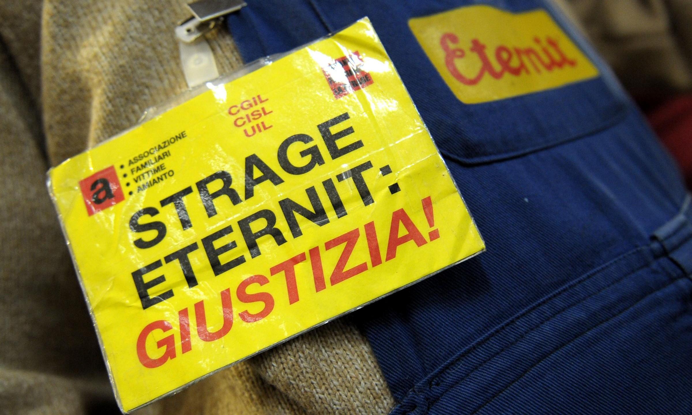 """Prescrizione, Di Battista al M5s: """"Avanti tutta, pensate agli operai vittime di Eternit"""""""
