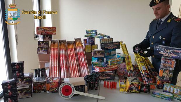 La Guardia di Finanza sequestra 500 chili di fuochi d'artificio
