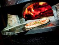 L'arte della pizza napoletana è patrimonio Unesco, tributo alla città