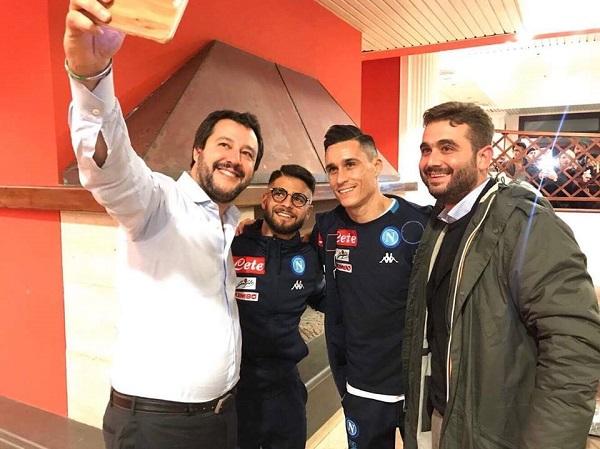 """Selfie Salvini-calciatori, il Napoli si giustifica: """"Gesto educato, ma scuse respinte"""""""