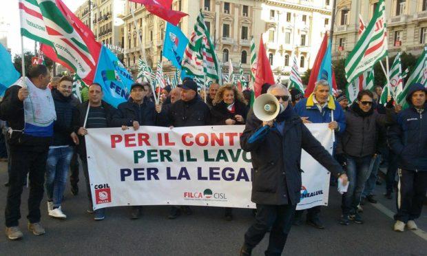 La classe operaia non è scomparsa,  3 mila edili in piazza a Napoli