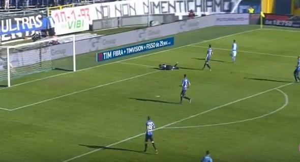 Mertens gol, il Napoli capolista passa a Bergamo