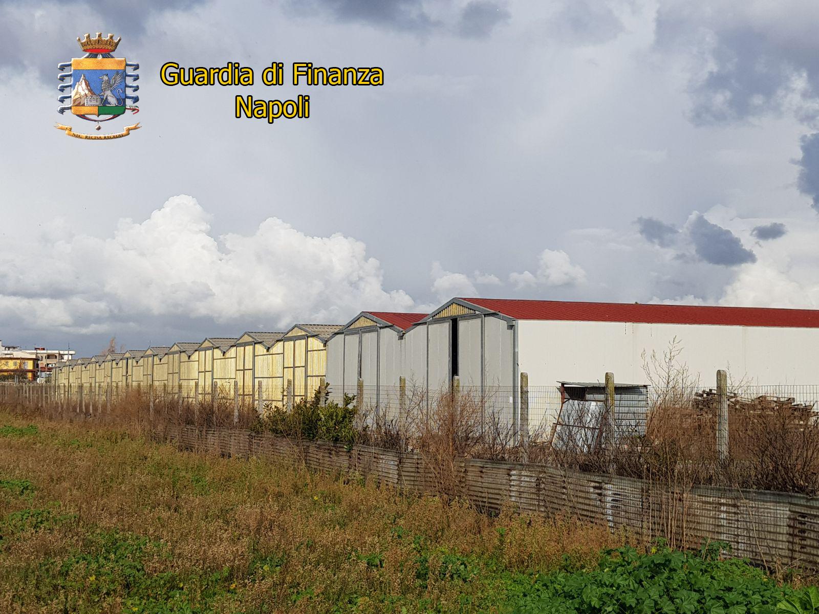 Pompei, Guardia di Finanza sequestra 13 capannoni contenenti 11 mila balle rifiuti speciali