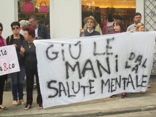 Aumentano i suicidi e l'Asl Napoli Centro offre pessimi servizi assistenziali