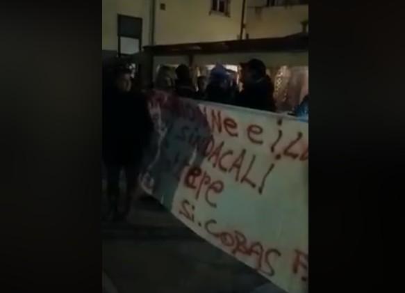Pomigliano, blitz operai: carta igienica contro Migliore e sindacalisti