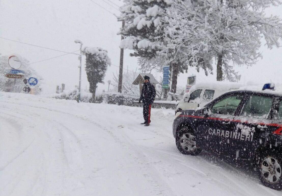 Avellino: 68 stazioni dei carabinieri  assistono cittadini contro il gelo