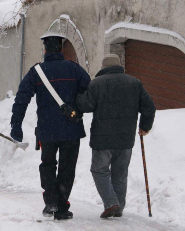 """Coronavirus, Napoli: """"Non abbiamo da mangiare"""". Famiglie in difficoltà chiamano  i Carabinieri"""