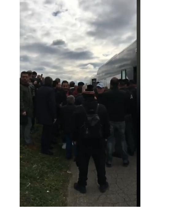 Roma, fermati e perquisiti pullman dei manifestanti pro de Magistris