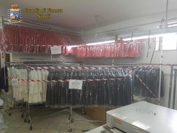 Ottaviano, sequestrata fabbrica tessile: 20 migranti sfruttati, 19 mila marchi contraffatti