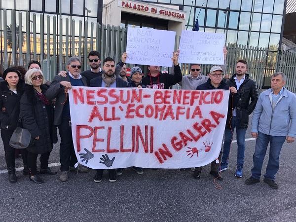 Disastro ambientale, scarcerati i fratelli Pellini: protesta fuori al tribunale