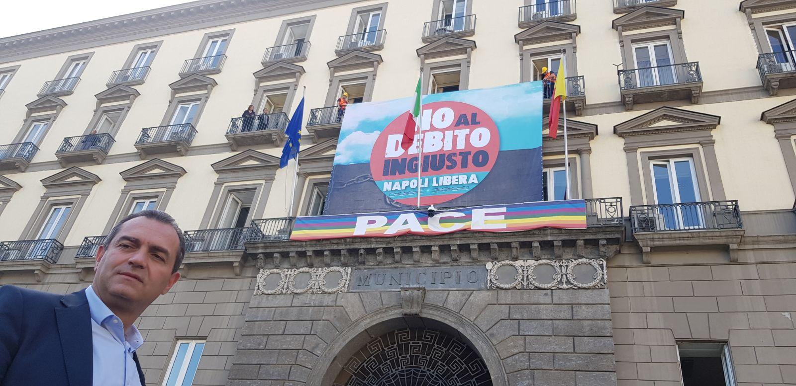 Napoli, De Luca attacca de Magistris ma non parla dei debiti accumulati dai commissari e compagni di partito
