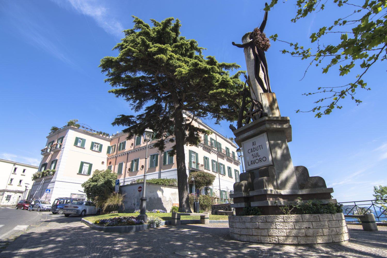 """Primo Maggio, morti sul lavoro: """"Fravecature"""" di Raffaele Viviani"""