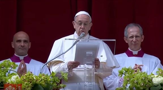 """San Pietro, il Papa prega per la Siria e dice: """"La Pasqua è una sorpresa"""""""